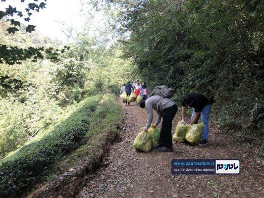 پاکسازی مسیرهای منتهی به بام سبز لاهیجان از زباله 20 533x400 - پاکسازی مسیرهای منتهی به بام سبز لاهیجان از زباله | گزارش تصویری