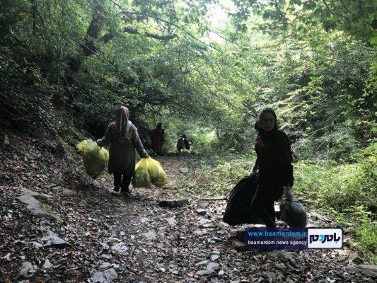 پاکسازی مسیرهای منتهی به بام سبز لاهیجان از زباله 24 533x400 - پاکسازی مسیرهای منتهی به بام سبز لاهیجان از زباله | گزارش تصویری