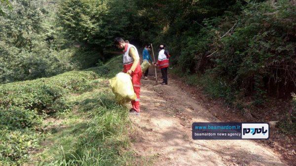 پاکسازی مسیرهای منتهی به بام سبز لاهیجان از زباله 6 600x337 - پاکسازی مسیرهای منتهی به بام سبز لاهیجان از زباله | گزارش تصویری