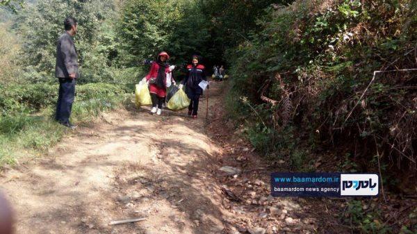 پاکسازی مسیرهای منتهی به بام سبز لاهیجان از زباله 8 600x337 - پاکسازی مسیرهای منتهی به بام سبز لاهیجان از زباله | گزارش تصویری