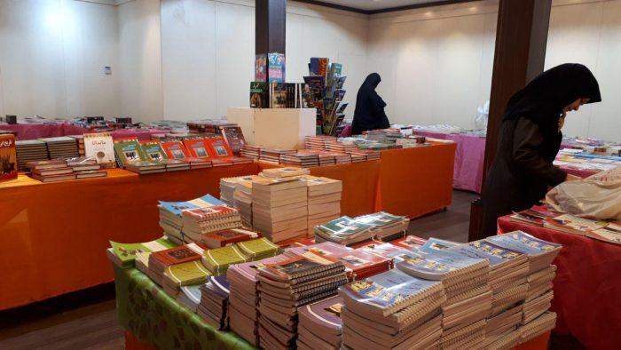 برپایی نمایشگاه کتاب با تخفیف ٥٠ درصدی در لاهیجان