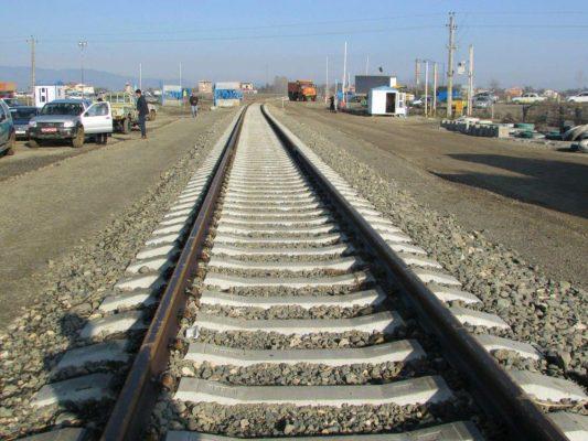 بررسی وضعیت اجرای پروژه راه آهن آستارا آستارا با حضور مسئولین راه آهن جمهوری آذربایجان و ایران 3 533x400 - امضای سند سرمایه گذاری مشترک راه آهن رشت – آستارا به میزان ۵۰۰ میلیون دلار
