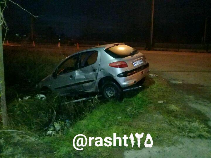 سقوط خودروی ۲۰۶ به داخل کانال آب در جاده رشت به تهران | راننده ۳۲ ساله محبوس شد
