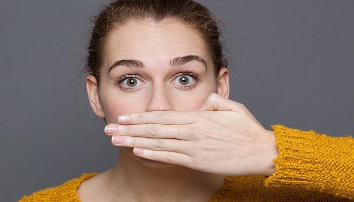 چرا دهانتان صبحها بوی بد میدهد؟