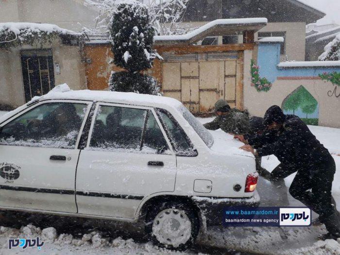 بارش شدید برف در لاهیجان | حضور و خدمت رسانی پررنگ نیروهای پلیس + تصاویر