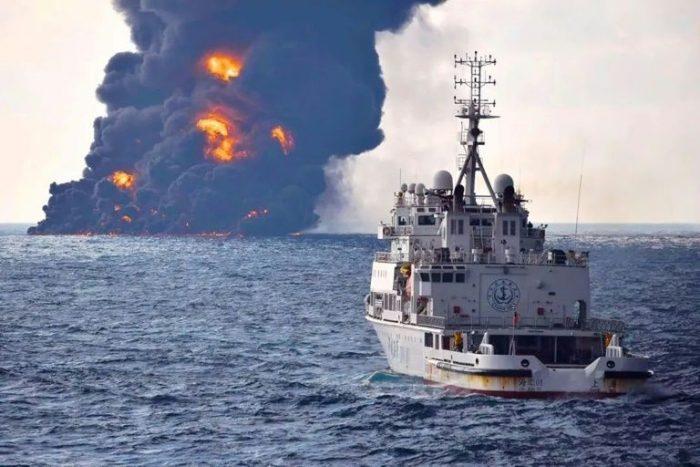 ترجیح چینیها، سوختن نفتکش بود، نه اطفاءحریق