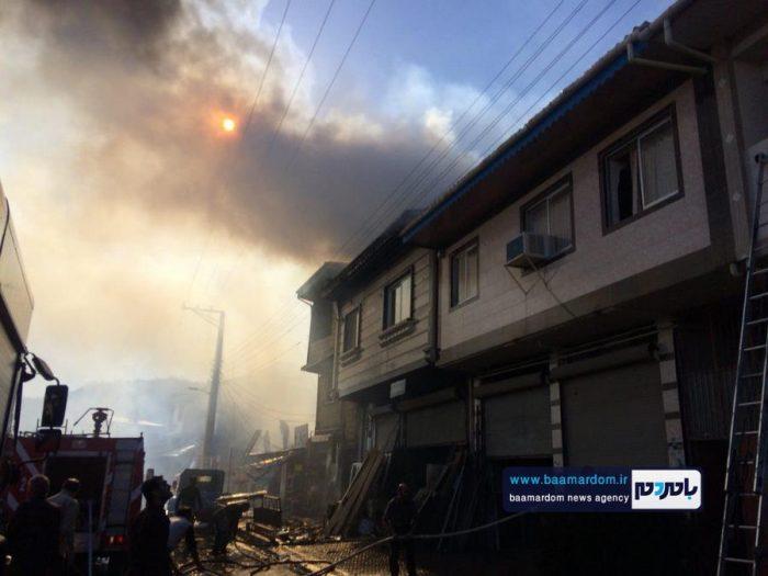 مهار آتش سوزی ۶ خانه در لاهیجان + فیلم و عکس