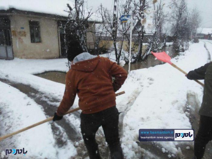 نیروهای بسیج در ناصرکیاده شهرستان لاهیجان به کمک مردم شتافتند + تصاویر
