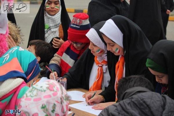 برگزاری برنامههای فرهنگی و هنری در 22 بهمن 1396 در لاهیجان 5 600x400 - برگزاری برنامههای فرهنگی و هنری در 22 بهمن 1396 در لاهیجان | گزارش تصویری