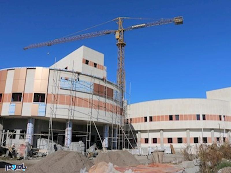 آقای وزیر محترم راه و شهرسازی، دو سال از وعده افتتاح بیمارستان دکتر پیروز لاهیجان گذشت اما همچنان کارگران مشغول به کارند!