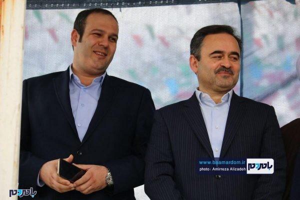 راهپیمایی ۲۲ بهمن در لاهیجان 26 600x400 - اهداء لوح تقدیر به شهردار لاهیجان به دلیل خدمات ارزنده در مدیریت پسماند + عکس