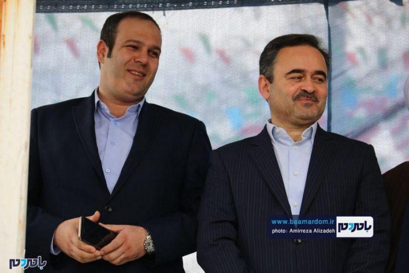 اهداء لوح تقدیر به شهردار لاهیجان به دلیل خدمات ارزنده در مدیریت پسماند + عکس