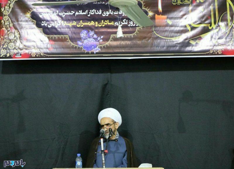 شهردار لاهیجان با رعایت عدالت کوچههای این شهر را ترمیم و یا آسفالت مجدد کند | برخی از شهدا از بسیاری از امام زاده ها نیز مقامشان بالاتر است