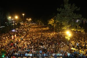 گزارش تصویری حضور چندهزار نفری مردم لاهیجان برای تماشای بازی ایران با پرتغال
