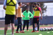 علی کریمی با استقبال هواداران در تمرینات سپیدرود