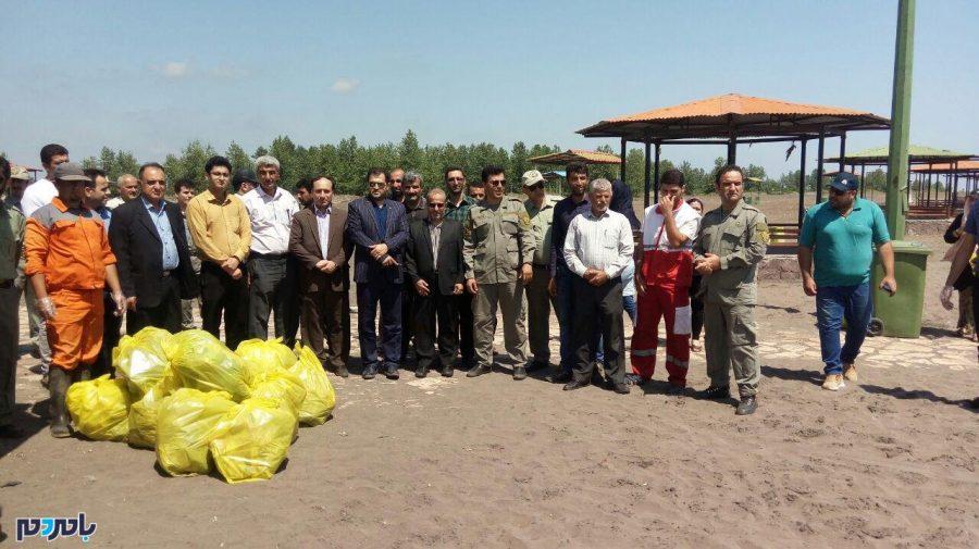 پاکسازی ساحل سحرخیز محله لاهیجان از زباله + تصاویر