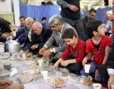 حضور استاندار گیلان در ضیافت افطار مددجویان کمیته امداد با سخنرانی امام جمعه رشت + تصاویر