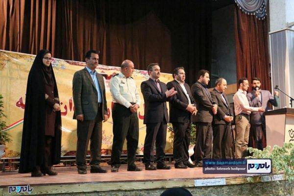 از کارمندان نمونه لاهیجان 25 600x400 - کارمندان نمونه شهرستان لاهیجان تجلیل شدند / گزارش تصویری