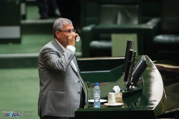 ربیعی وزیر کار 600x400 - استیضاح ربیعی متوقف شد/خبرنگاران به بیرون از صحن مجلس منتقل شدند