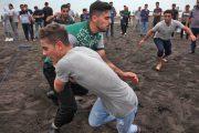 مسابقات محلی کبدی در ساحل سحرخیز محله لاهیجان برگزار شد / لاهیجان قطب کبدی شرق گیلان + تصاویر