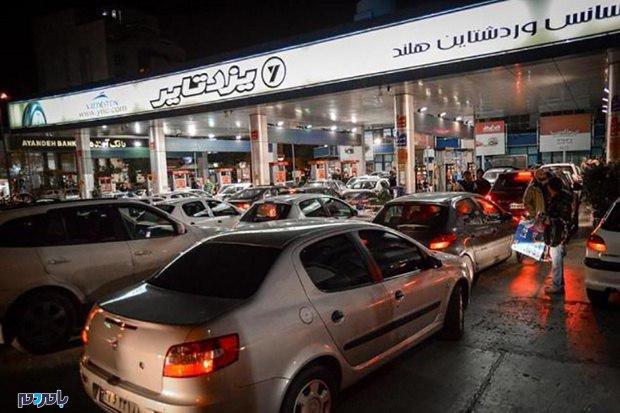 سهمیهبندی بنزین به تعویق افتاد