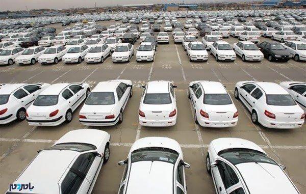 کاهش قیمتها در بازار خودرو ادامه دارد؛ مردم برای خرید دست نگه داشتهاند