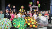 نمایش لباسهای رنگارنگ ویژه گروه سنی الف و ب در لاهیجان تولید شد