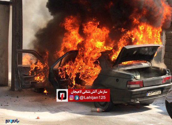 سوزی خودرو پژو آردی در لاهیجان تصاویر 2 551x400 - آتش سوزی خودرو پژو آردی در لاهیجان + تصاویر