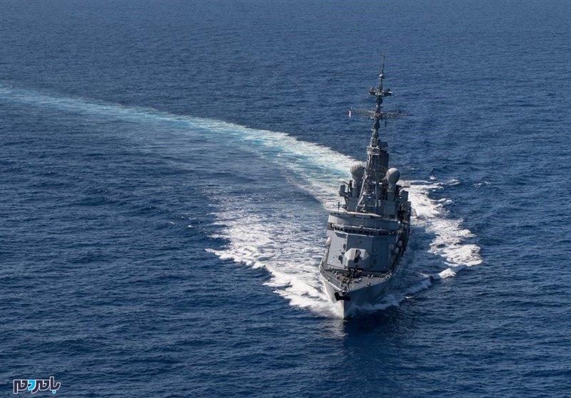 قایق های ایرانی تنگه هرمز را بستند !