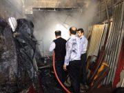 آتشسوزی گسترده سه باب مغازه و بخشی از سقف یکخانه در خیابان جمهوری + تصاویر