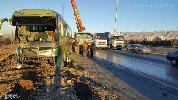 اتوبوس لاهیجان به تهران با تریلر در محور کرج قزوین 600x338 - تصادف اتوبوس لاهیجان به تهران با تریلر در محور کرج-قزوین