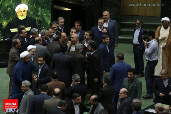 13 600x400 - تصاویر تاسف بار از تنش امروز صحن علنی مجلس