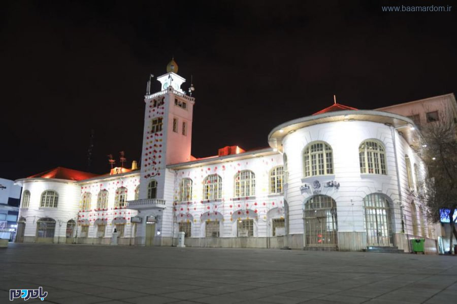 آذین بندی ساختمان تاریخی شهرداری رشت و نصب المانهایی در ۵ نقطه شهر به مناسبت فرا رسیدن شب یلدا