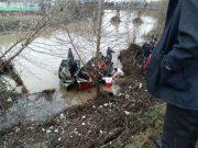 بازهم سقوط خودروی سواری در رودخانه فومن