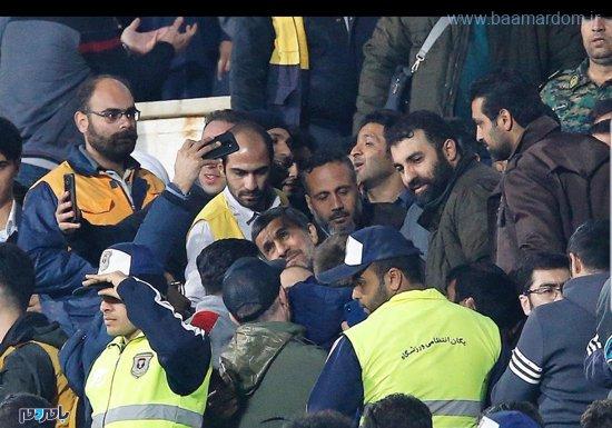 1989141 970 - مقاومت تماشاگرهای استقلال برای تشویق احمدینژاد