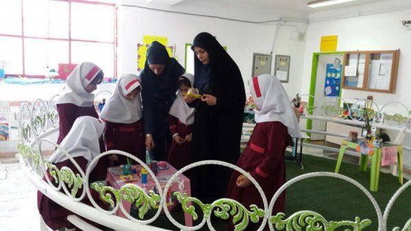 نمایشگاه مدیریت پسماند در مدرسه سبز سما لاهیجان به مناسبت هفته زمین پاک 2 600x337 - برپایی نمایشگاه مدیریت پسماند در مدرسه سبز سما لاهیجان به مناسبت هفته زمین پاک