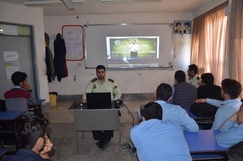 برگزاری کلاسهای پیشگیری از آسیبهای اجتماعی در مدارس لاهیجان