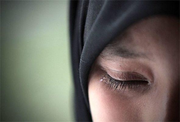 دختر زن 591x400 - بلایی که سرپرست پلید آذر، دختر یتیم ۱۳ ساله بر سر او آورد !