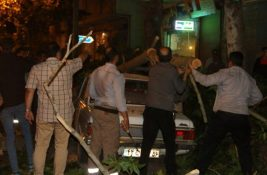 طوفان شدید در لاهیجان و سقوط درختان فرسوده + تصاویر