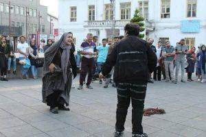 اجرای تئاتر خیابانی «توهم» در دوازدهمین هفته از فصل دوم پروژه تئاتر خیابانی دائم رشت + تصاویر