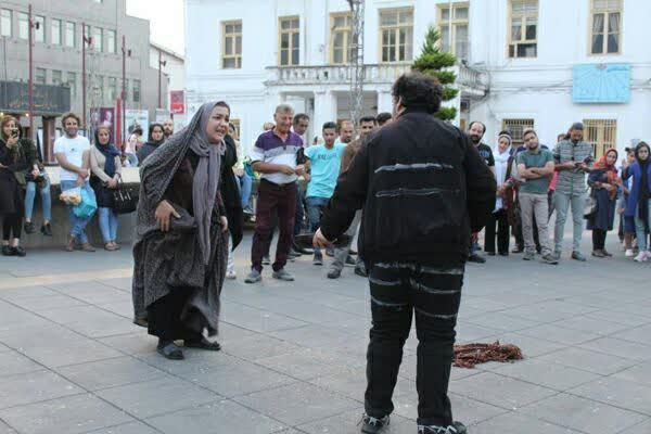 تئاتر خیابانی توهم در رشت 2 - اجرای تئاتر خیابانی «توهم» در دوازدهمین هفته از فصل دوم پروژه تئاتر خیابانی دائم رشت + تصاویر