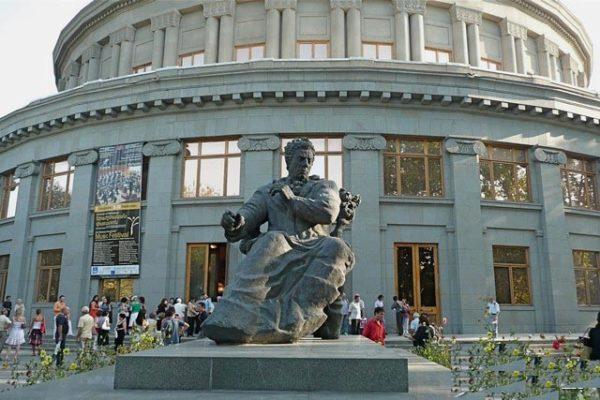 تاریخ و طبیعت در جاذبه های گردشگری تور ارمنستان 600x400 - تماشای تاریخ و طبیعت در جاذبه های گردشگری تور ارمنستان