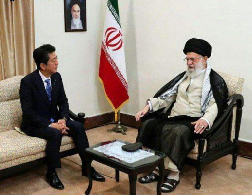 معظم انقلاب اسلامی در دیدار نخستوزیر ژاپن 517x400 - ترامپ را شایسته مبادله پیام نمیدانم/ به هیچ وجه تجربه تلخ مذاکره با آمریکا را تکرار نخواهیم کرد