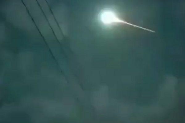 نورانی در آسمان سنندج 600x400 - شیء نورانی در آسمان سنندج