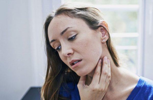 گلو درد 600x393 - بهترین درمان خانگی گلو درد شدید چیست؟