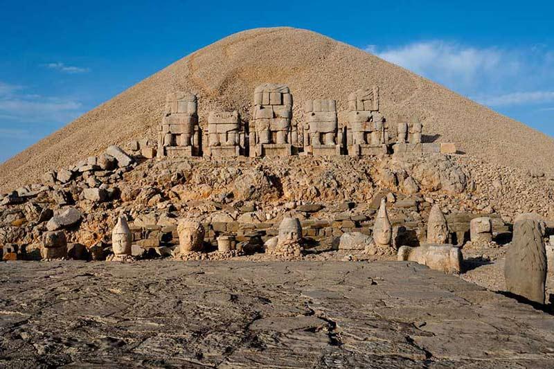 آشنایی با کوه نمرود در ترکیه در تور ترکیه