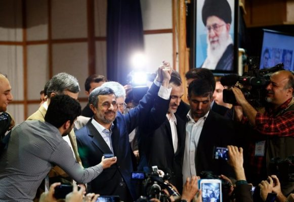 احمدی نژاد 581x400 - ایران باید مستقیم با ترامپ وارد گفتگو شود/ ترامپ مرد عمل است/ ۳ نامه برای او نوشتم