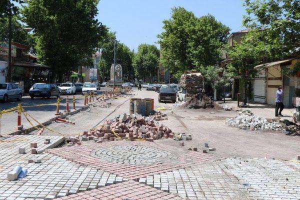فرش میدان وحدت به انقلاب 600x400 - تکمیل پروژه سنگ فرش میدان وحدت به انقلاب به شهرداری لاهیجان واگذار شد