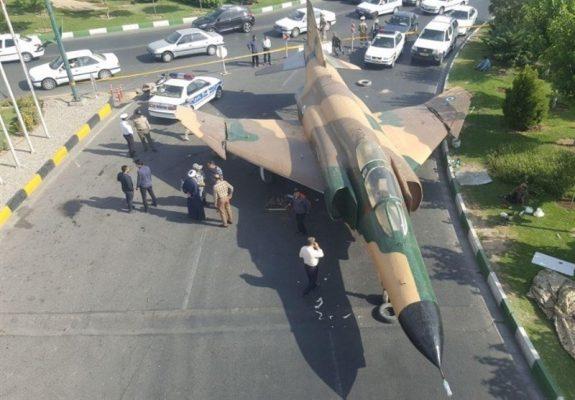 هواپیمای اف۴ در قم 1 575x400 - ماجرای فرود هواپیمای اف۴ در قم چه بود؟