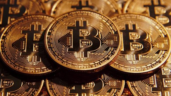 bitcoin بیتکوین 600x338 - آیا از این به بعد میتوان به صورت مخفی به استخراج بیت کوین پرداخت؟